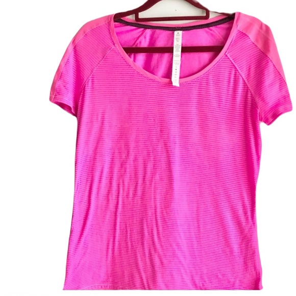 🎀Lululemon Size 8 Pink With Blue Stripes Tee